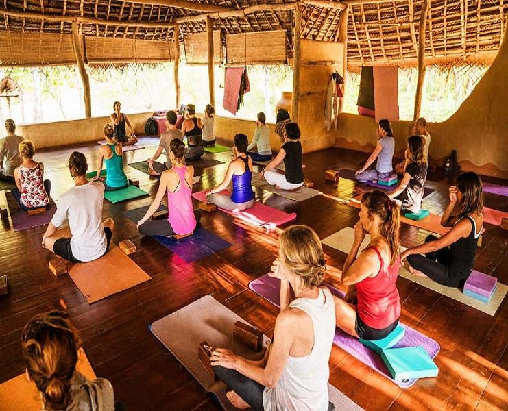 063540082127Nadi-shodana-pranayama-yoga-breathing-in-Ulpotha-shala.jpg