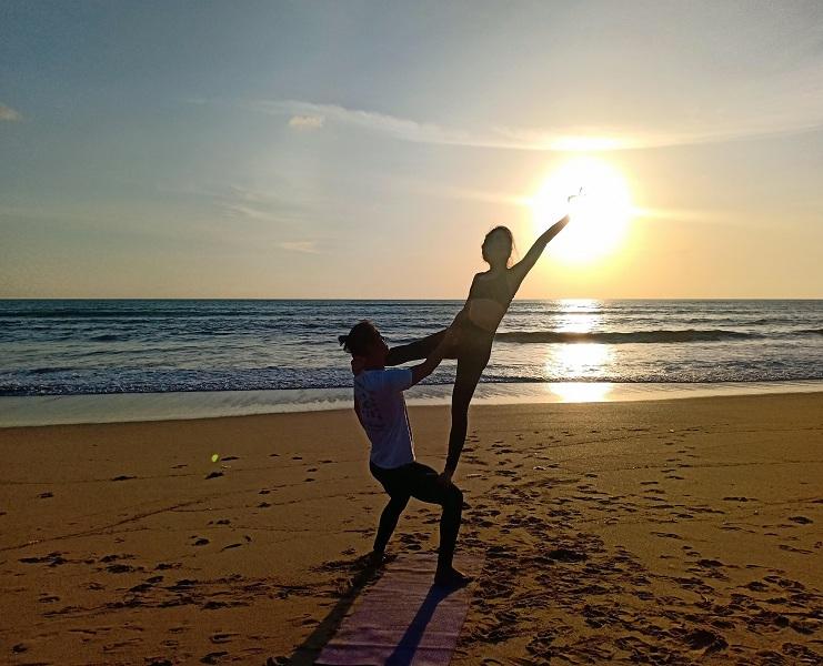 100151Sunset-Beach-Yoga-Mangosteen-Ayurveda-Wellness-Resort-Phuket.jpg